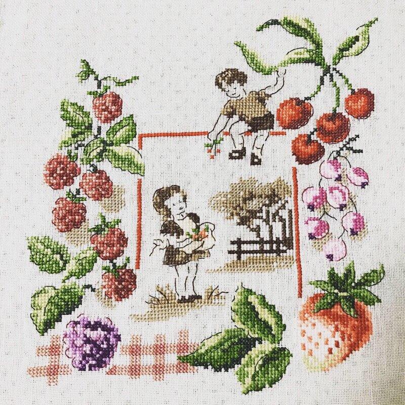 ヴェロニクアンジャンジェさんのクロスステッチ作品「果実の王国」