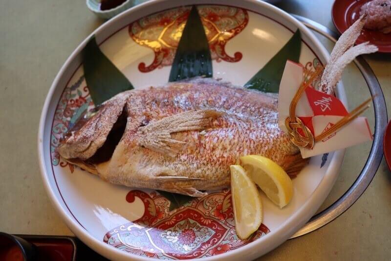 かに道楽の鯛の姿焼き