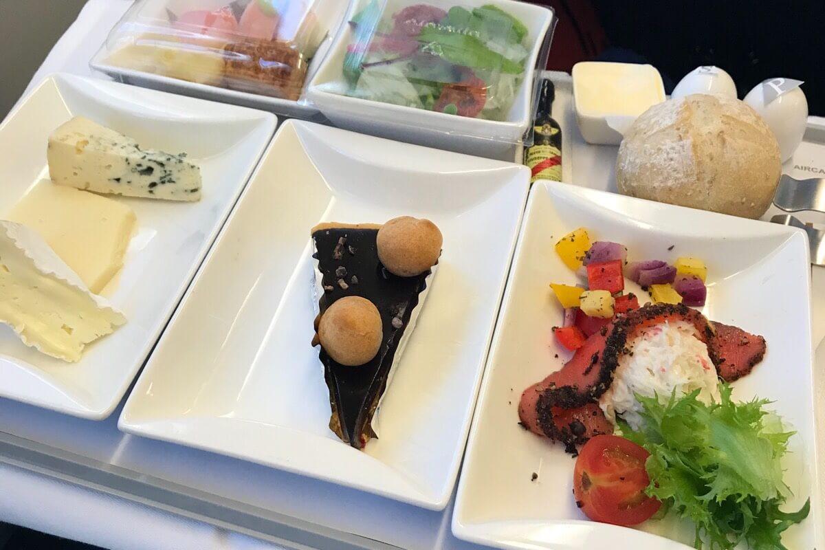 エアカランビジネスクラスの軽食・昼食